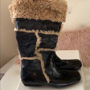 EUC Bakers Vintage Caitlyn Black Tan Fur Snow Boot